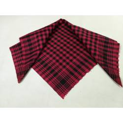 Antiguo pañuelo de seda en color fucsia y negro