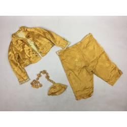 Traje de niño dorado