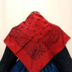 Pañuelo rojo adamascado. 85 cm