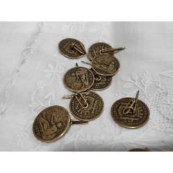 Botón de moneda, en láton