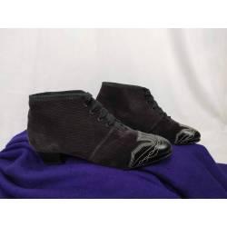 Zapatos abotinados de pana...