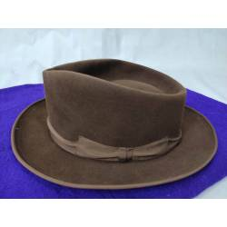 Antiguo sombrero de paño...