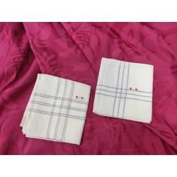 Dos pañuelos antiguos de lino
