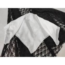 Pañuelo de seda blanco
