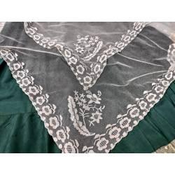 Antiguo pañuelo de tul bordado