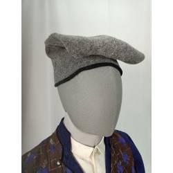 Barretina, gorra llarga gris